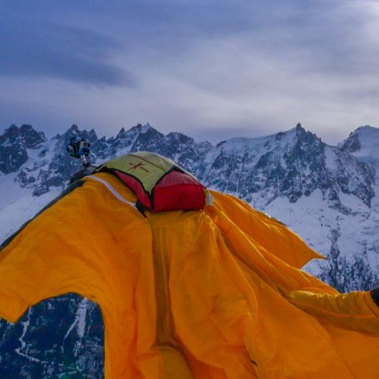 Descente en 360° en wingsuit